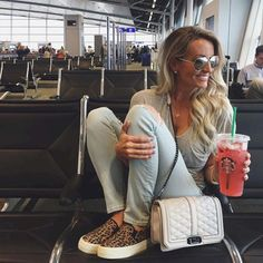 Awesome 60+ Simple and Casual Airplane Outfits from https://www.fashionetter.com/2017/05/12/simple-casual-airplane-outfits/