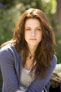 Layered brown wavy hair - Love this hair, although I think this might be the girl form Twilight. Uck. :P