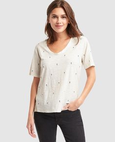 Camiseta de mujer Gap en color blanco con strass