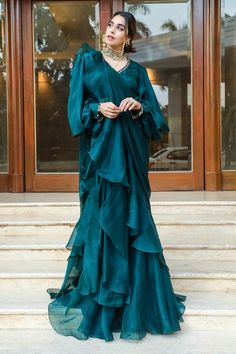 Party Wear Indian Dresses, Designer Party Wear Dresses, Indian Gowns Dresses, Indian Fashion Dresses, Dress Indian Style, Girls Fashion Clothes, Indian Outfits Modern, Indian Designer Outfits, Indian Wedding Outfits