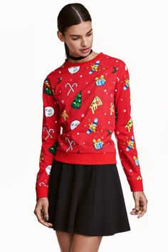Top in lightweight sweatshirt fabric with printed design. Dropped shoulders, long sleeves, and ribbing at cuffs and hem. Fashion Now, Fashion Online, Kids Fashion, Holiday Sweater, Ugly Christmas Sweater, Vintage Winter, Printed Sweatshirts, Couture, Red Christmas