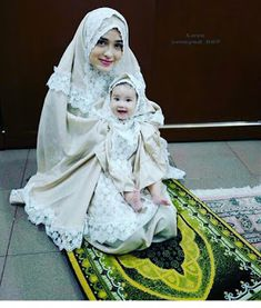 what are the Traditional manners of Muslim women in Islam? list of bad manner, etiquette and good manners, victorin manner books and quranmualim. Mother Daughter Fashion, Mom Daughter, Muslim Girls, Muslim Women, Muslim Family, Muslim Fashion, Hijab Fashion, Hijab Style, Islamic Girl