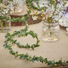 botanical hochzeit tischdeko lichterkette LED olivenzweige greenery wedding botanical