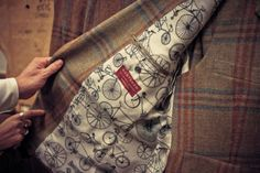 Stylish tweed jacket with awesome lining. Williams, this would be perfect for the Portland Tweed Ride :) Tweed Ride, Fashion Bags, Mens Fashion, Men Tumblr, Dapper Dan, Savile Row, Cycle Chic, Bespoke Tailoring, Inspiration Mode