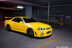 skyline black and yellow Nissan Gtr R34, R34 Gtr, Tuner Cars, Jdm Cars, Nissan March, Yellow Car, Orange Cars, Custom Muscle Cars, Nissan Gtr Skyline
