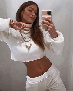 Mundo Lolita (@mundololita) • Fotos e vídeos do Instagram Babe, Foto E Video, Look, Selfie, Crop Tops, Instagram, Clothes, Squad, Women