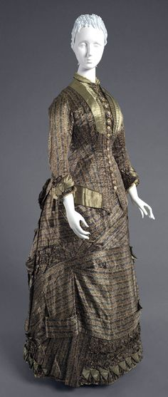 Day dress, French, 1880. Sold by Maison du Bon Marché, Paris. Printed silk satin, blue-grey silk satin. Philadelphia Museum of Art
