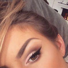 Less eyeliner but beautiful subtle brown smokey eye