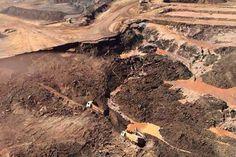 Considerada a maior tragédia ambiental do país, deixou 19 mortos, destruiu a vegetação nativa e poluiu a bacia do rio Doce | Divulgação/Bombeiros MG