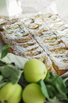 Pehmeä omenapiirakka - Sweet Food O´Mine Sweet Pie, Dessert Recipes, Desserts, Sweet Recipes, Feta, Tart, Bakery, Food And Drink, Sweets