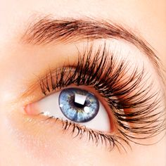 Apply Vaseline to your lashes to help them grow! Also use baby powder on the ends of your lashes! Make sure your regularly curl your lashes and try to apply mascara by using a eye lash brush! It will take a few days to see progress🌈 Longer Eyelashes, Mink Eyelashes, Natural Eyelashes, Long Lashes, Beautiful Eyelashes, False Lashes, Eyelashes Grow, Eyelashes Makeup, Thicker Eyelashes