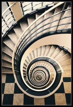 Spiral in black and white. / Spirale en noir et blanc. Stairs And Staircase, Take The Stairs, Grand Staircase, Staircase Design, Spiral Staircases, White Staircase, Architecture Unique, Stairs Architecture, Interior Architecture