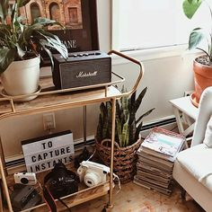 Home deco // Cinema LightBox Inspiration // Bedroom Vintage, Vintage Room, My New Room, My Room, Urban Outfitters Home, Bar Cart Decor, Room Goals, Aesthetic Rooms, Dream Apartment