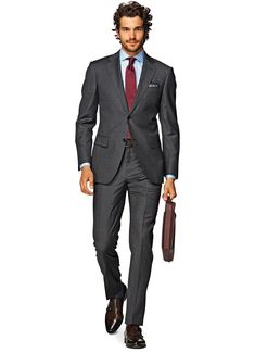 suit supply - napoli grey (lapels look narrower here, otherwise standard charcoal) Mens Dark Grey Suit, Mens Charcoal Suit, Black Suits, Suit Fashion, Mens Fashion, Suit Supply, Formal Suits, Formal Wear, Fitted Suit