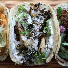 The Local Palate - Wood Roasted Hen-of-the-Woods Mushroom Taco with Poblano Rajas and Roasted Garlic Crema Roasted Garlic Cloves, Roasted Mushrooms, Stuffed Mushrooms, Stuffed Peppers, Wild Mushrooms, Mushroom Tacos, Mushroom Pizza, Mushroom Recipes, Veggie Recipes