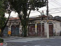 A rua Guaiaúna, na Penha, é uma das ruas mais antigas do bairro, mas infelizmente acabou tornando-se uma espécie de patinho feio da região.  A rua teve seu auge nos anos 1960 até 1980, quando ali funcionava a fábrica de carroceria de ônibus CAIO. Naquela época a rua fervilhava 24 horas por dia com o movimento de trabalhadores da empresa e com o comércio que havia ao seu redor. Ocorre que a CAIO se mudou dali para instalações maiores no interior de São Paulo e fechou a sua sede na Penha.