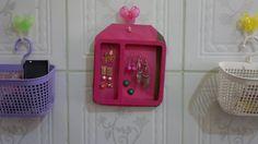 Moldura de foto sendo reaproveitada para organizar brincos utilizando apenas um envelope pink,um pedaço de EVA marrom e cola quente,simples,fácil e prático.