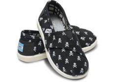 skull and cross bone TOMS for babies!!!