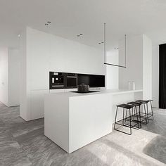 Wow! Mimimal white kitchen by Tamizo Architects! #tamizoarchitects by tinasanches10