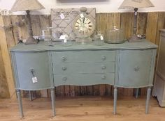 £325 Serpentine fronted reproduction Georgian style sideboard with a pair of…