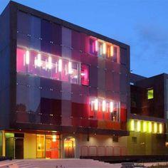 Nouveau centre de loisirs et sportif de Saint-Cloud créé par le cabinet parisien KOZ Architectes