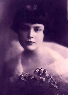 Princesse Marie-Clotilde Napoléon (1912-1996)princesse Clémentine de Belgique (1872-1955) Elle épouse en 1938 le comte Serge de Witt (1891-1990)