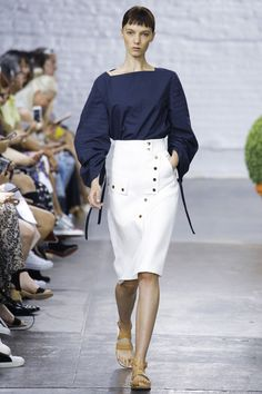Tibi Spring 2017 Ready-to-Wear Collection Photos - Vogue Summer Fashion Trends, Fashion Week, Fashion 2017, New York Fashion, Spring Summer Fashion, Fashion Show, Fashion Outfits, Street Style Chic, Office Fashion