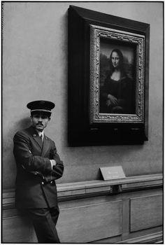 Alécio de Andrade :: El Louvre y sus visitantes [Portrait of Lisa Gherardini, wife of Francesco del Giocondo, known as The Mona Lisa or La Gioconda, by Leonardo di ser Piero da Vinci (1503-1506)]