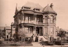 Old Abandoned Houses In Galveston - - Image Search Results Old Abandoned Houses, Abandoned Mansions, Abandoned Buildings, Abandoned Places, Old Houses, Haunted Houses, Victorian Photos, Victorian Houses, Modern Log Cabins