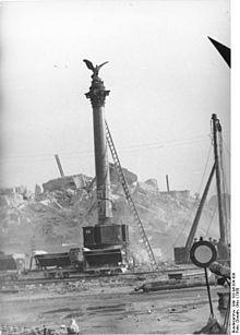 Adlersaule Kurz Vor Der Zerstorung 1950 Im Hintergrund Das Gesprengte Stadtschloss Stadtschloss Berlin Geschichte Berlin Spree