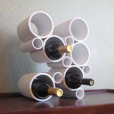 EL MUNDO DEL RECICLAJE: DIY botellero con tubos de PVC