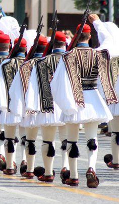 Greece - Presidential Guard (Greek: Προεδρική Φρουρά), an elite ceremonial unit. Santorini, Mykonos, Parthenon, Acropolis, Greece Pictures, Greek History, Jolie Photo, Athens Greece, People Of The World