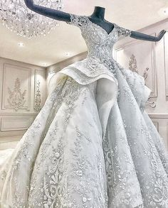 Wedding Dresses 101 – Finding That Gown Most Beautiful Wedding Dresses, Dream Wedding Dresses, Beautiful Gowns, Pretty Dresses, Bridal Dresses, Wedding Gowns, Victorian Wedding Dresses, Dubai Wedding Dress, Beautiful Bride