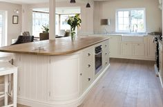 Curved island with overhang Shaker Style Kitchen Cabinets, Shaker Style Kitchens, Farmhouse Style Kitchen, Kitchen Cabinetry, Country Kitchen, New Kitchen, Kitchen Dining, Kitchen Decor, Beach House Kitchens