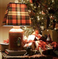 Cashon & Co.: Christmas Plaid--great idea! Interchangeable lampshade, set the mood for christmas!!