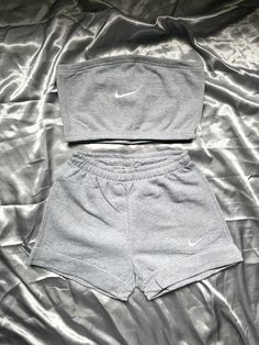 Casual Outfits For Girls, Summer Pants Outfits, White Pants Outfit, Cute Swag Outfits, Summer Outfits Women, Simple Outfits, Nike Fashion Outfit, T Shirt And Shorts, Lounge Wear
