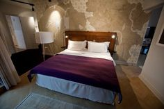 [story_hotel_bedroom_480.jpg]