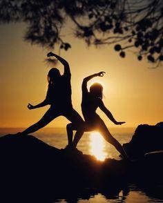 . ThE WarriorS.......#yoga @yoga . Have a nice (black-yellow) Friday  . Nos gusta que compartas. Nos gustan tus instantes Te apuntas? @instant_es . Animate a participar con el reto #instantes_nubes17  @instagrafic. . . . . . #instant_es  . #hallazgosemanal @instagrames…