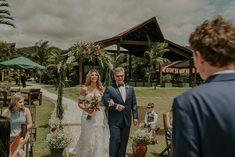 Micro wedding em manhã leve e ensolarada no Estaleiro Guest House – Priscila Table Decorations, Wedding Dresses, House, Wedding On The Beach, Weddings, Pictures, Bride Dresses, Bridal Gowns, Home