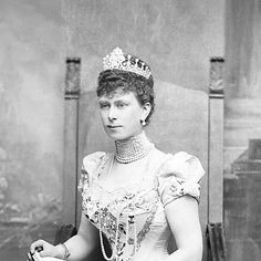 A lost tiara of Queen Mary