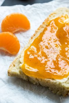 Recipe: Make your own clementine jam with ginger and vanilla Food Menu, A Food, Food And Drink, Healthy Eating Tips, Healthy Nutrition, Healthy Food, Chutneys, Clementine Jam, Kneading Dough