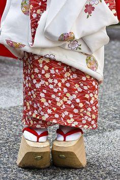 Maiko, shoes-- Okobo