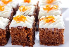 Mad & Søde Sager: Gulerodskage med ostecreme Yummy Eats, Yummy Food, Baking Recipes, Cake Recipes, Funny Cake, Food Crush, Baking With Kids, Sweets Cake, Bread Cake