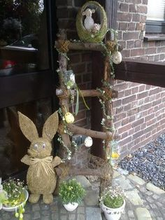 Easter decor should be a combo of easy and fun! Therefore, we have these amazing and Creative Outdoor Easter Decoration Ideas that you will love! Tree Branch Crafts, French Country Christmas, How To Make Decorations, Easter Tree, Diy Ostern, Christmas Wreaths, Christmas Ornaments, Colourful Balloons, Decoration Table