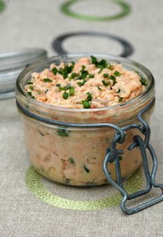 Two salmon rillettes, Joël Robuchon way What mother does her best to please her son? (Gabrielle, if you read me, don't make fun of me). I discovered last summer that Noah is crazy about salmon rillettes and he's been asking me for this dish since … Fish Recipes, Seafood Recipes, Appetizer Recipes, Cooking Recipes, Soup Appetizers, Salmon Recipes, Joel Robuchon, Salmon Rillettes, Rillettes Recipe