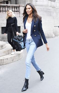 Cindy Bruna Skinny Jean Outfit The Effective Pictures We Offer You About yellow Blazer Outfit A quality picture can tell you many things. You can find the most beautiful pictures that can be presented Blazer Jeans, Outfit Jeans, Blue Skinny Jeans Outfit, Blue Jean Outfits, Blazer Outfits For Women, Casual Work Outfits, Skinny Jean Outfits, Jeans Outfit Winter, Balmain Blazer Outfits