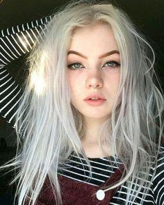 I love the messy hair look, at least that is what i call it. I love the messy hair look, at least th Green Hair, Blue Hair, White Hair, Black Hair Boy, Messy Hair Look, Grunge Hair, Aesthetic Makeup, Tumblr Girls, Instagram Models