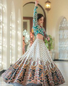 Latest Collection of Lehenga Choli Designs in the gallery. Lehenga Designs from India's Top Online Shopping Sites. Indian Gowns Dresses, Indian Fashion Dresses, Dress Indian Style, Indian Designer Outfits, Indian Skirt, Indian Wear, Indian Bridal Lehenga, Indian Bridal Outfits, Pakistani Bridal