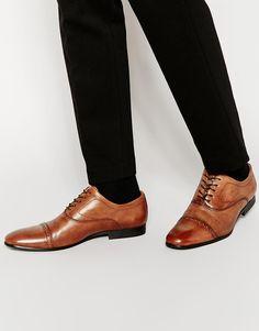 Schuhe von Aldo leicht strukturiertes Obermaterial aus Leder Schnürung Budapester-Design schmale Zehenpartie dünne, flache Sohle Mit geeignetem Lederschutzmittel pflegen Obermaterial: 100% echtes Leder