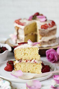 VANİLYALI ÇİLEKLİ NAKED CAKE - Damy's Kitchen